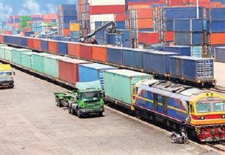 Vận tải đường bộ hay đường sắt ưu việt hơn?