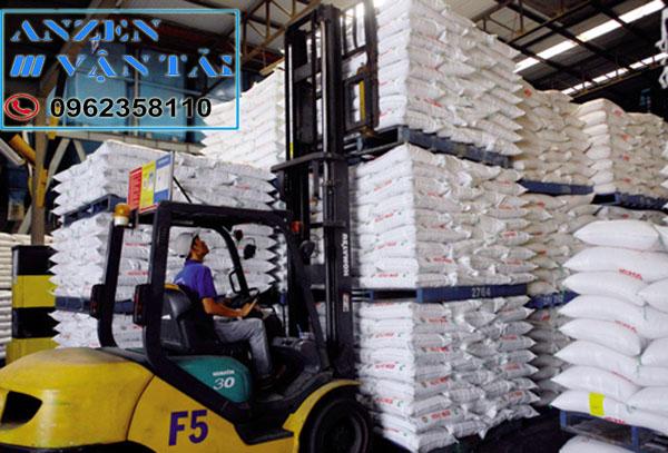 Vận chuyển thức ăn chăn nuôi đi Sài Gòn